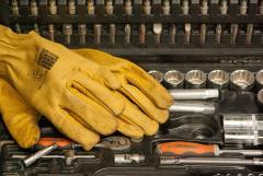 Herramientas y guantes de trabajo